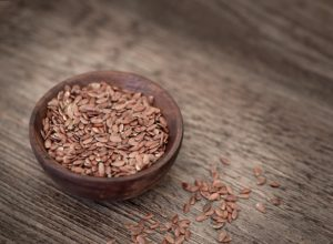 Top Flaxseed Oil Benefits for Glowing Skin, Nails and Health