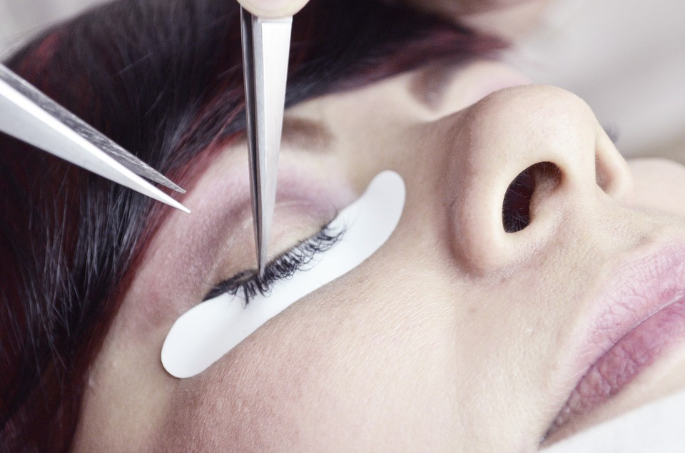 EYELASH EXTENSION APPLICATION AND REMOVAL